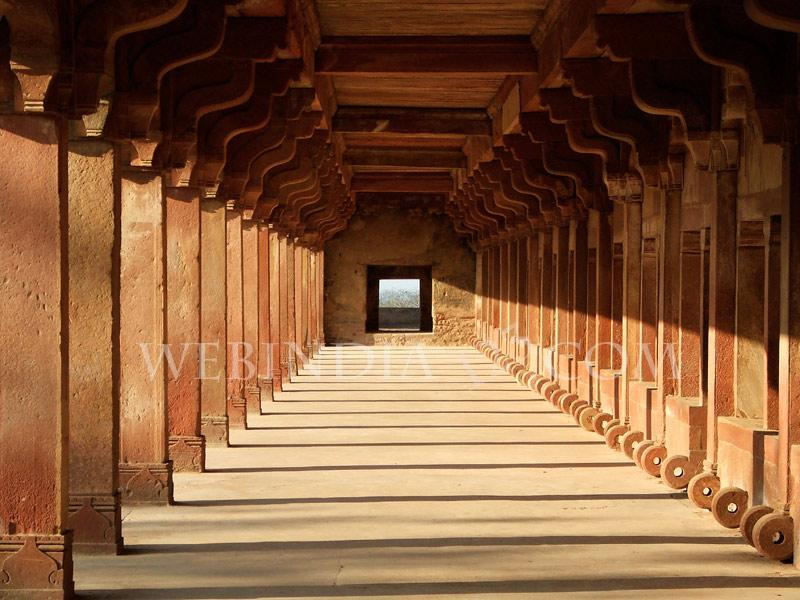 Columns in the afternoon light, Fatehpur Sikri