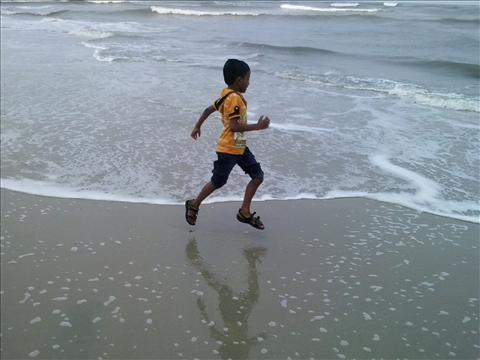 child and cochi beach