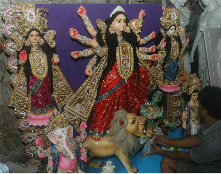 Making the idol of goddess Durga