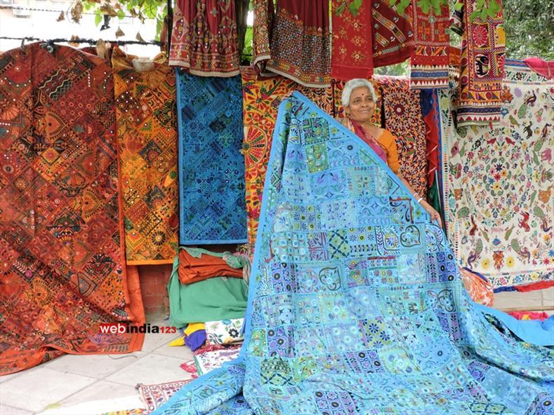 Handicrafts Shops In Janpath Delhi Delhi Photos