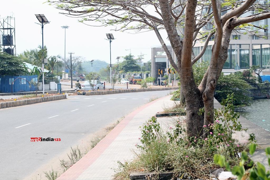 A scene from Goshree-Chathiath Road