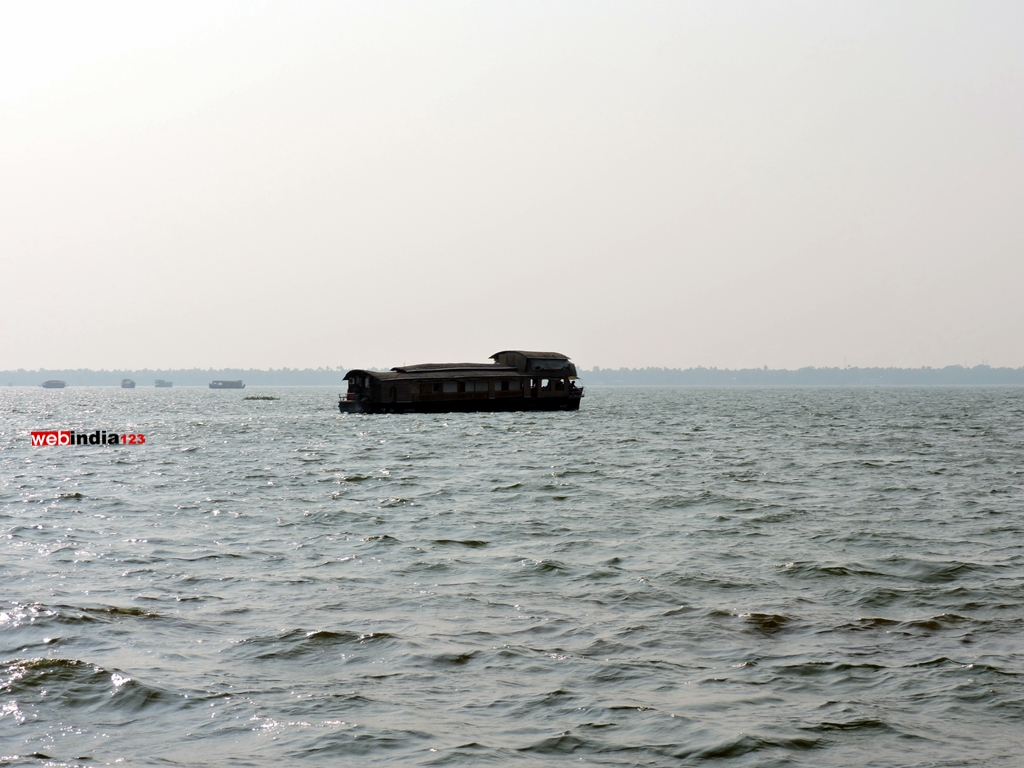 Vembanad Lake: Backwater Cruise