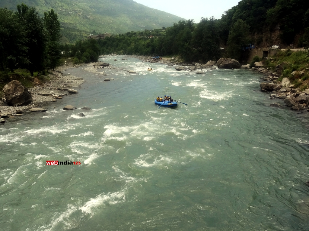 River Rafting at Kullu Beas River
