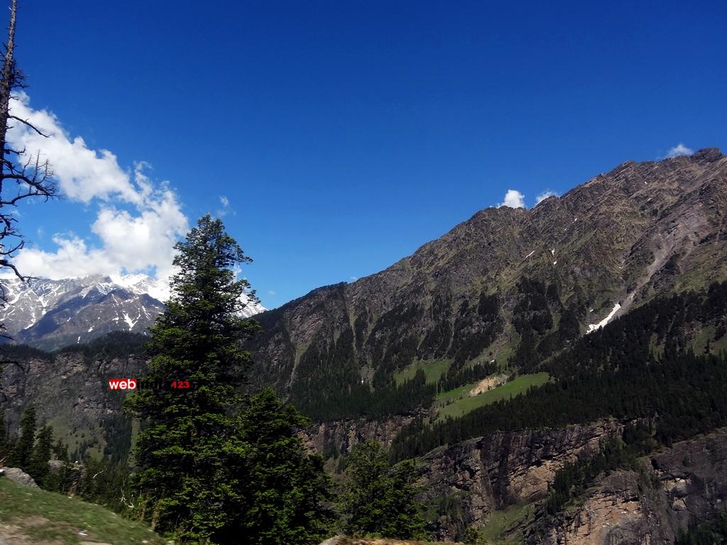 Views enroute Rohtang Pass, Himachal Pradesh