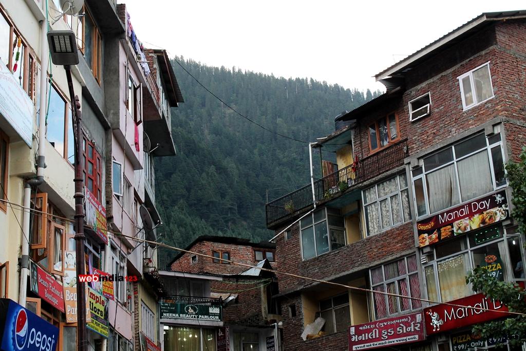 The Mall Road at Manali, Himachal Pradesh