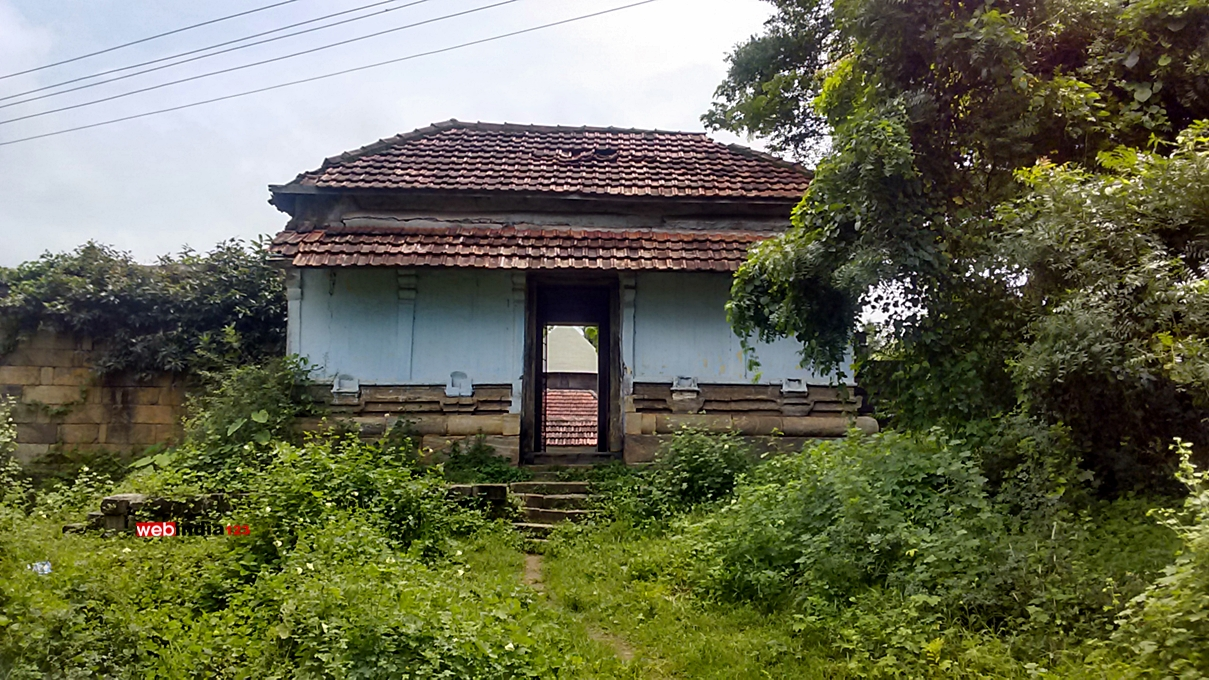 Entrance of Thiruvalathur Randu Moorthy Temple, Palakkad