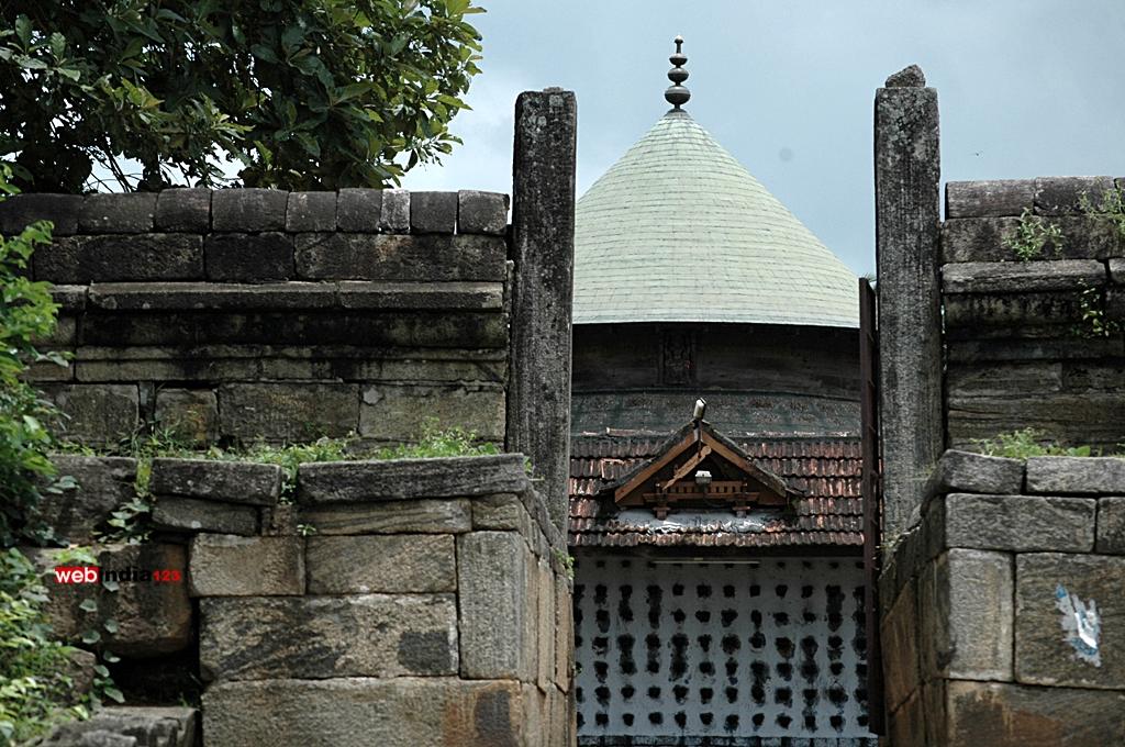Incomplete entrance - Thiruvalathur Randu Moorthy Temple, Palakkad