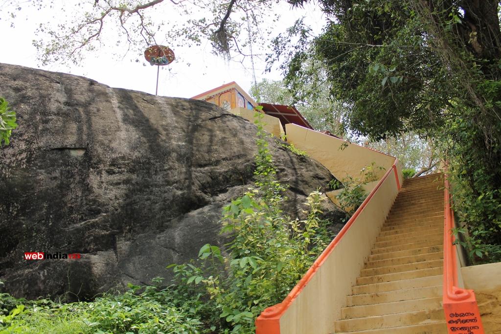 Munikkal Guhalaya Temple, Chengamanadu