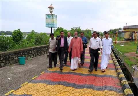 Union+Tourism+Minister+visits+Walkway+Project+site