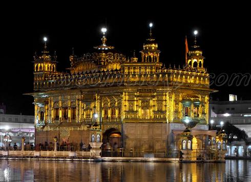 golden temple vellore at night. house Golden Temple at Vellore