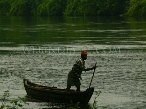 Boat man at Anakkayam - Kerala